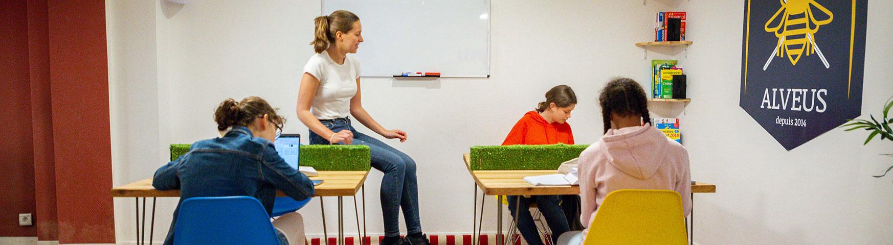 Cours d'anglais avec 2 collégiennes qui cherchent à progresser en anglais